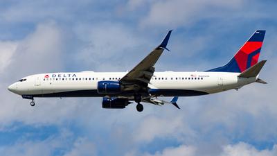 A picture of N885DN - Boeing 737932(ER) - Delta Air Lines - © Devon McCune