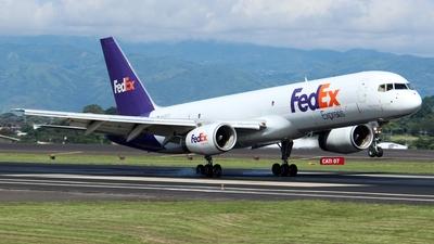 A picture of N936FD - Boeing 7572T7(SF) - FedEx - © Fernando Hernandez Bolaños