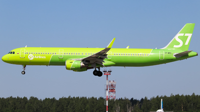A picture of VPBPC - Airbus A321211 - S7 Airlines - © Vitaly Revyakin