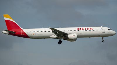 A picture of ECHUI - Airbus A321212 - Iberia - © Mattia Chinaglia
