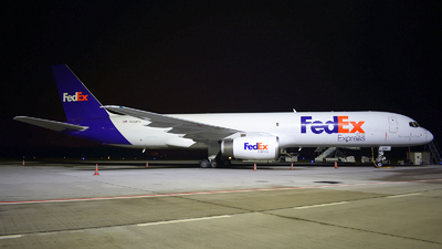 A picture of N968FD - Boeing 75728A(SF) - FedEx - © jeremy denton