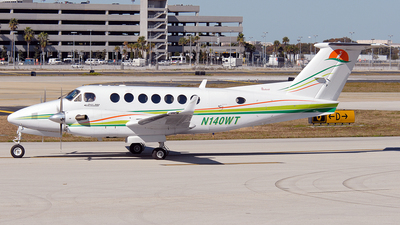 N140WT - Beechcraft B300 King Air 350 - Private