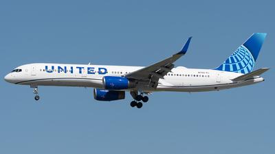 N17104 - Boeing 757-224 - United Airlines