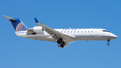 A picture of N462AW - Mitsubishi CRJ200LR - United Airlines - © Ben Suskind