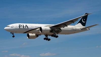 AP-BGZ - Boeing 777-240LR - Pakistan International Airlines (PIA)