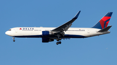 A picture of N172DN - Boeing 767332(ER) - Delta Air Lines - © Oliver Richter