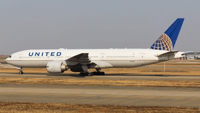 A picture of N37018 - Boeing 777224(ER) - United Airlines - © Charlie-Aviationphotography
