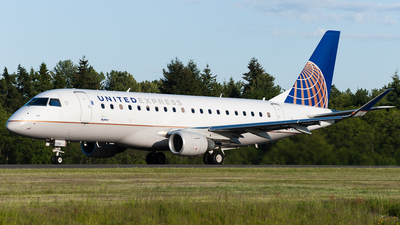A picture of N117SY - Embraer E175LR - United Airlines - © SpotterPowwwiii