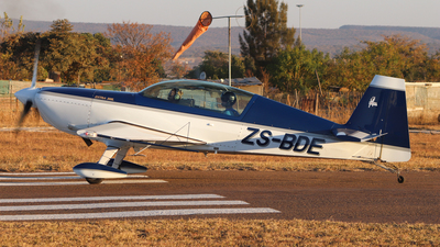 ZS-BDE - Extra 300L - Private