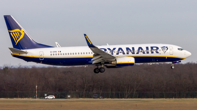 A picture of EIEMD - Boeing 7378AS - Ryanair - © Peter Tolnai