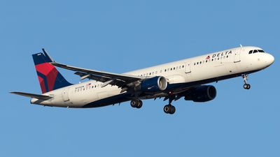 A picture of N335DN - Airbus A321211 - Delta Air Lines - © Yixin Chen