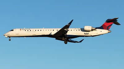 A picture of N131EV - Mitsubishi CRJ900LR - Delta Air Lines - © Yixin Chen