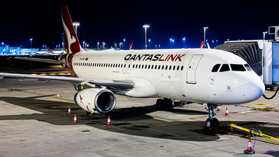 A picture of VHUVQ - Airbus A320232 - Qantas - © HillsJayden