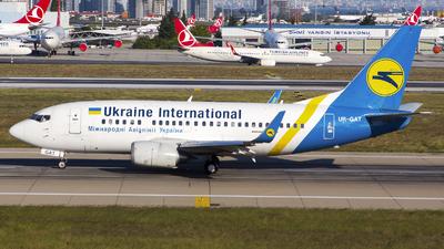 A picture of URGAT - Boeing 737528 - Ukraine Int. Airlines - © Kris Van Craenenbroeck