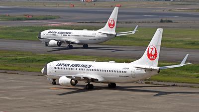 JA332J - Boeing 737-846 - Japan Airlines (JAL)