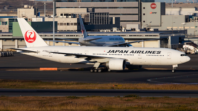 JA702J - Boeing 777-246(ER) - Japan Airlines (JAL)