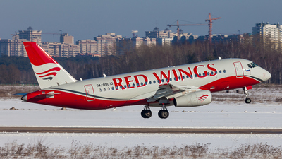 RA-89010 - Sukhoi Superjet 100-95B - Red Wings