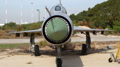 AF923 - Mikoyan-Gurevich MiG-21UM Mongol B - Zambia - Air Force