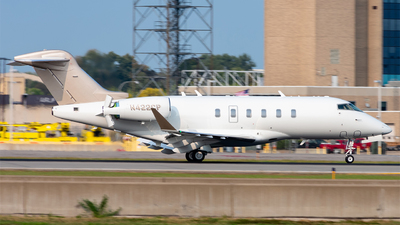 A picture of N422CP - Bombardier Challenger 350 - [20826] - © Mateo Skinner