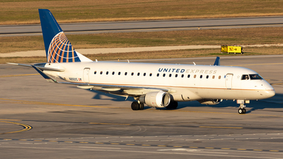 A picture of N89315 - Embraer E175LR - United Airlines - © HAOFENG YU