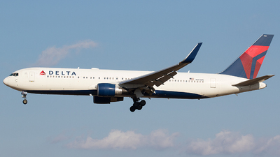 A picture of N194DN - Boeing 767332(ER) - Delta Air Lines - © BennyH