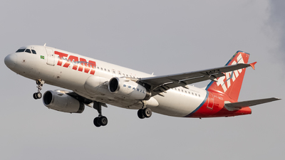 A picture of PTMZT - Airbus A320232 - LATAM Airlines - © Felipe Oliveira - oliver_spotting