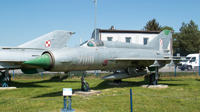 2001 - Mikoyan-Gurevich MiG-21M Fishbed J - Poland - Air Force