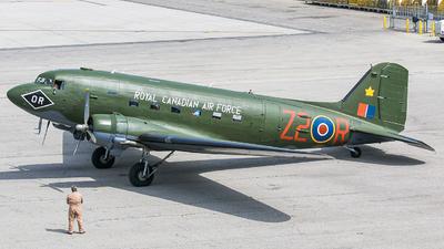 C-GRSB - Douglas DC-3C - Canadian Warplane Heritage Museum