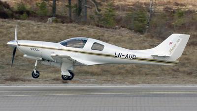 LN-AUD - Lancair 320 - Private