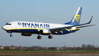 A picture of 9HQCY - Boeing 7378AS - Ryanair - © Marin Ghe.