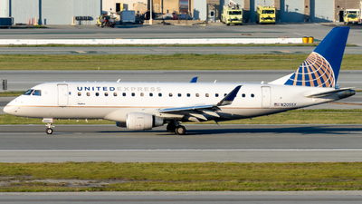 A picture of N205SY - Embraer E175LR - United Airlines - © global_flyer1