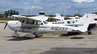 N16237 - Cessna 172S Skyhawk SP - Private