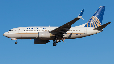 A picture of N39726 - Boeing 737724 - United Airlines - © walker2000