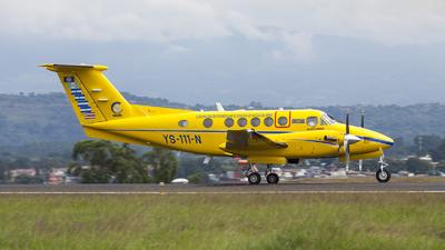 YS-111-N - Beechcraft B200 Super King Air - Cocesna