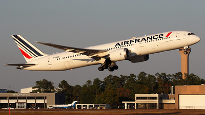A picture of FHRBE - Boeing 7879 Dreamliner - Air France - © Roger M