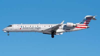 A picture of N523AE - Mitsubishi CRJ701ER - American Airlines - © Evan Dougherty