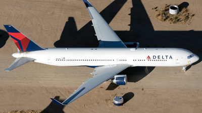 A picture of N1611B - Boeing 767332(ER) - [30595] - © Alejandro Hndez