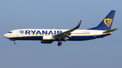 A picture of 9HQAX - Boeing 7378AS - Ryanair - © BaszB