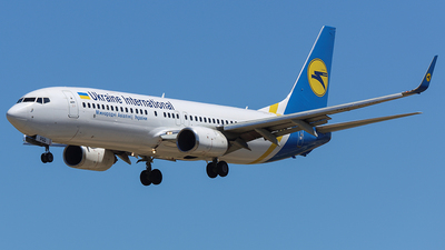 UR-PSQ - Boeing 737-86N - Ukraine International Airlines