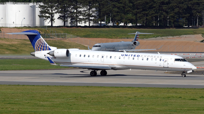 A picture of N792SK - Mitsubishi CRJ701ER - United Airlines - © DJ Reed - OPShots Photo Team
