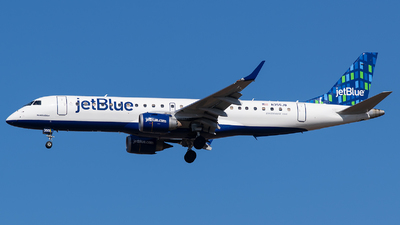 A picture of N355JB - Embraer E190AR - JetBlue Airways - © Evan Dougherty