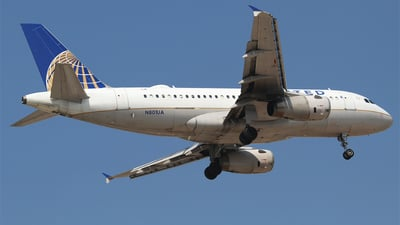 A picture of N801UA - Airbus A319131 - United Airlines - © Alejandro Aceves