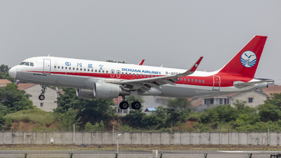 A picture of B8657 - Airbus A320214 - Sichuan Airlines - © Eric Wang