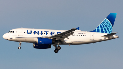 A picture of N881UA - Airbus A319132 - United Airlines - © Chris Phan