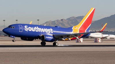 A picture of N720WN - Boeing 7377H4 - Southwest Airlines - © Felipe Garcia
