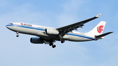 B-5925 - Airbus A330-243 - Air China