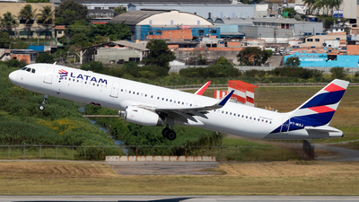 A picture of PTMXJ - Airbus A321231 - LATAM Airlines - © Antonio Carlos Carvalho Jr.