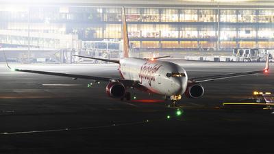 A picture of VTSGX - Boeing 7378GJ - SpiceJet - © Akshay M