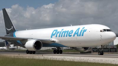 N1013A - Boeing 767-36N(ER)(BDSF) - Amazon Prime Air