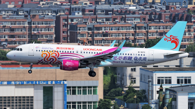 B-1673 - Airbus A320-214 - Loong Air